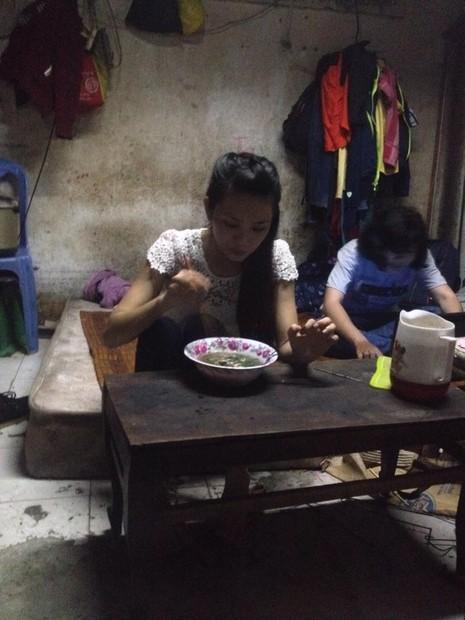 Hình ảnh xóm lao động nghèo vui mừng cho chị tỷ phú ve chai - ảnh 5