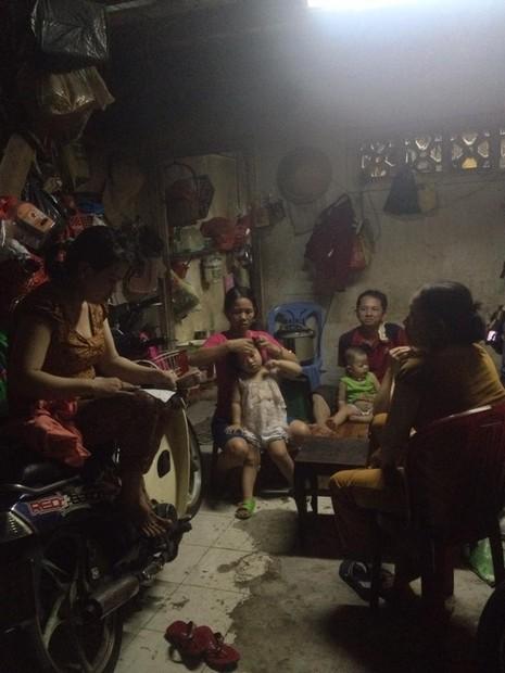 Hình ảnh xóm lao động nghèo vui mừng cho chị tỷ phú ve chai - ảnh 6