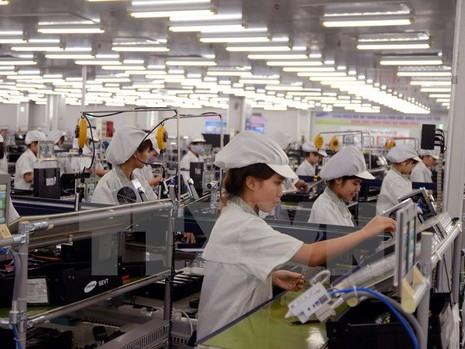 """Kinh tế Việt Nam sẽ """"trật đường ray phát triển"""" nếu chậm trễ - ảnh 1"""