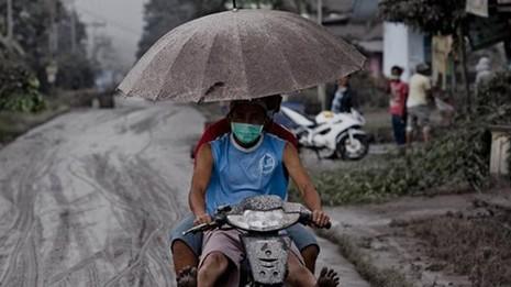 Indonesia: Núi lửa lại phun trào như ngày tận thế - ảnh 10