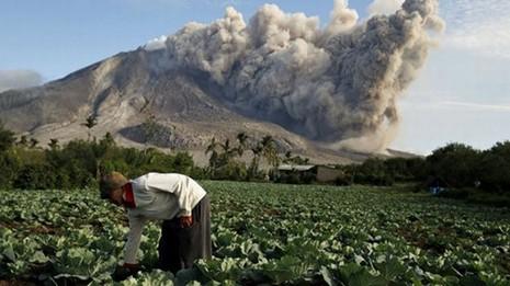 Indonesia: Núi lửa lại phun trào như ngày tận thế - ảnh 2