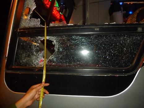 Phó Thủ tướng yêu cầu xử nghiêm đối tượng ném đá xe khách - ảnh 1