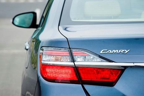 [ĐÁNH GIÁ] Toyota Camry 2.0E: Vua thực dụng - ảnh 9
