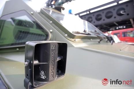 Cận cảnh xe chống đạn RAM-MKIII của lực lượng an ninh Việt Nam - ảnh 11