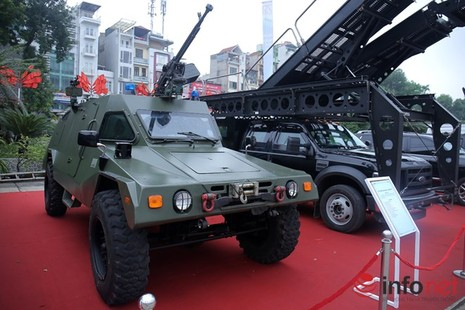 Cận cảnh xe chống đạn RAM-MKIII của lực lượng an ninh Việt Nam - ảnh 1