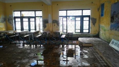 Trường 3 tầng lún cả mét, hàng trăm học sinh sơ tán khẩn - ảnh 2