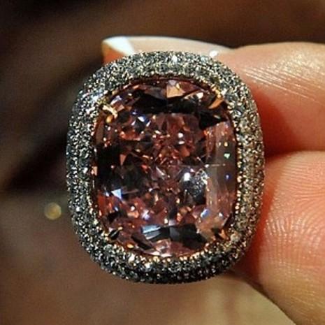 Nhìn gần viên kim cương được 'hét giá' hơn 500 tỷ đồng - ảnh 4