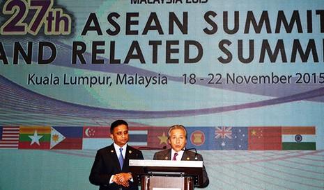 Bộ trưởng Ngoại giao Malaysia Anifah Aman trong cuộc họp báo chiều 20-11 tại Trung tâm hội nghị Kuala Lumpur - Ảnh: Quỳnh Trung