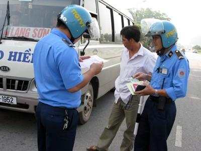 Thanh tra giao thông có được dừng xe và kiểm tra giấy tờ? - ảnh 1