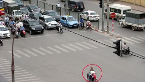 Vượt đèn đỏ, không có giấy tờ xe..., xử phạt như thế nào? - ảnh 1