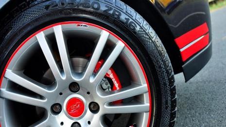 Khi quyết định lên đời mâm xe, bạn cần tính toán đến độ phù hợp với lốp xe.
