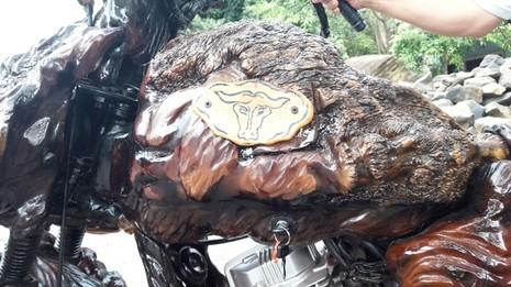Mô tô bằng gốc cây của nông dân Lâm Đồng khiến dân chơi xe sửng sốt - ảnh 2