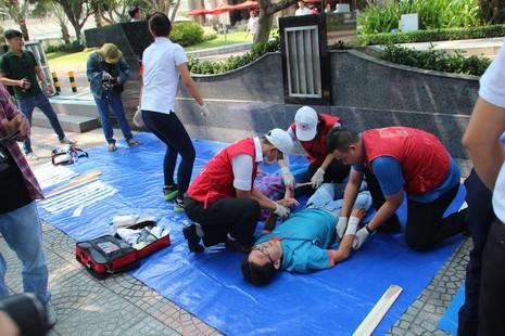 Diễn tập chữa cháy, cứu hộ trong tòa nhà 21 tầng - ảnh 4