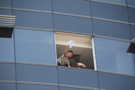 Diễn tập chữa cháy, cứu hộ trong tòa nhà 21 tầng - ảnh 10