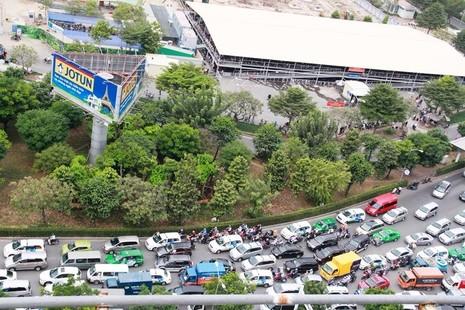 Khu vực  xung quanh sân bay Tân Sơn Nhất thường xuyên ùn tắc. Ảnh Nguyễn Tân