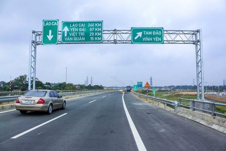 Phó thủ tướng yêu cầu xử nghiêm vi phạm trên cao tốc Nội Bài - Lào Cai - ảnh 1