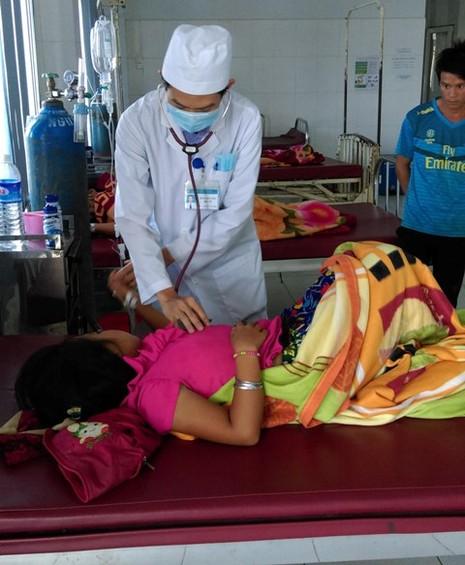 Sét đánh trúng mâm cơm gia đình, 1 bé gái tử vong, 3 bé bị thương - ảnh 1