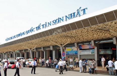 Sân bay Tân Sơn Nhất quá tải chưa từng có - ảnh 1