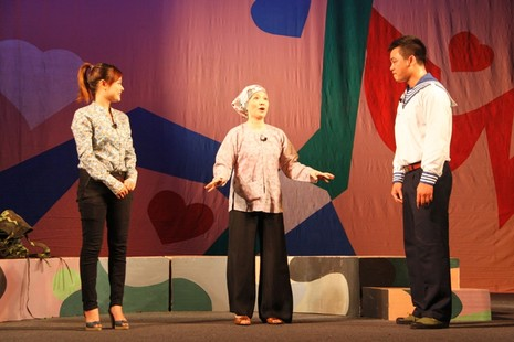 Hàng ngàn giáo viên Hà Nội được xem hài kịch miễn phí  - ảnh 2
