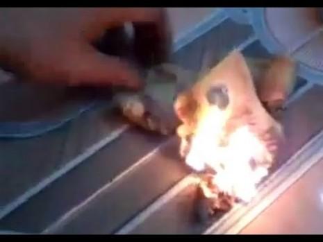 Việt Nam đề nghị Trung Quốc phối hợp xử lý du khách đốt tiền Việt - ảnh 1