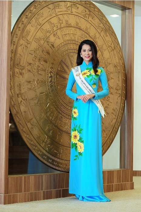 Thí sinh Hoa hậu bản sắc Việt đẹp nền nã trong trang phục áo dài - ảnh 4
