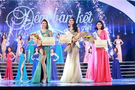 Thí sinh Hoa hậu Bản sắc Việt múa kiếm trên sân khấu - ảnh 6