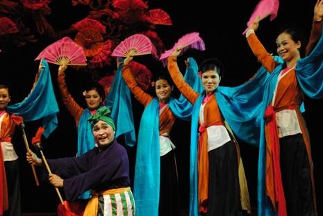 Xuân Hinh được biết đến là một diễn viên chèo tên tuổi của sân khấu Việt.