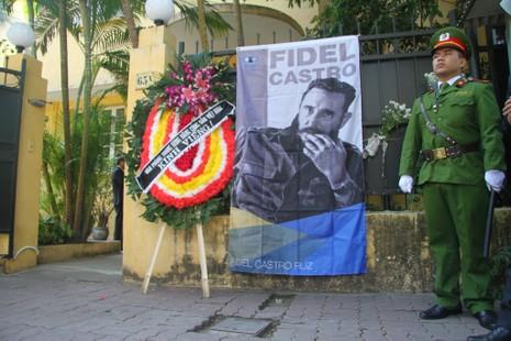 Cựu du học sinh Cuba bật khóc khi nhắc đến Fidel Castro - ảnh 1