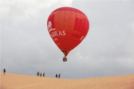 Ngắm Phan Thiết từ khinh khí cầu đầu tiên ở Việt Nam - ảnh 2