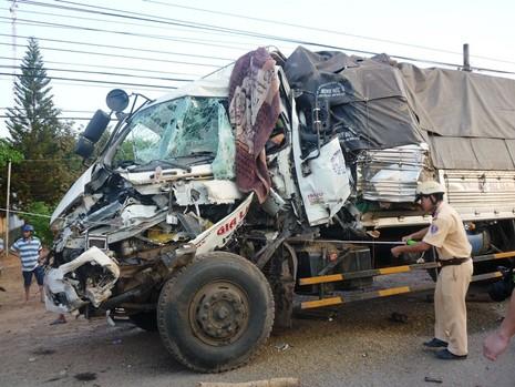 Xe tải tông nhau kinh hoàng hai người chết, bốn người bị thương - ảnh 2