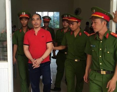 Bị cáo Quế bị dẫn về trại giam