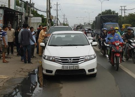 Tai nạn liên hoàn giữa xe cứu thương cùng 4 ô tô khác - ảnh 1