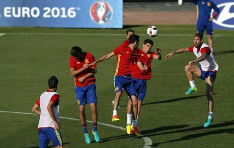 10 cầu thủ Tây Ban Nha bị thử doping trước trận gặp Ý - ảnh 1