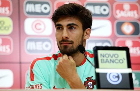 Andre Gomes trong buổi họp báo