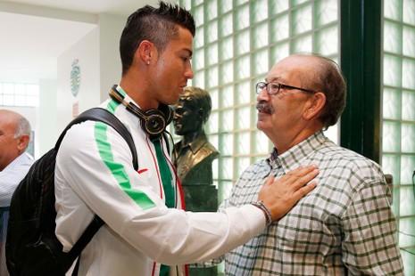 Chuyện Ronaldo thay áo 2 lần trong trận gặp xứ Wales và những điều chưa biết  - ảnh 6