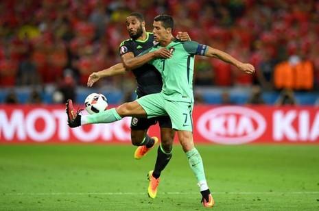Chuyện Ronaldo thay áo 2 lần trong trận gặp xứ Wales và những điều chưa biết  - ảnh 2