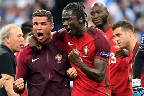 HLV Fernando Santos ca ngợi Ronaldo lên tận mây xanh - ảnh 3