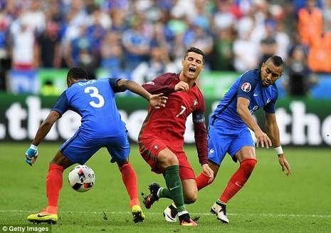 Ronaldo thuê máy bay đi chơi với gia đình sau chấn thương - ảnh 4