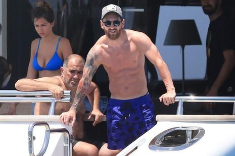 Messi khá bất ngờ với cách viếng thăm này của Suli