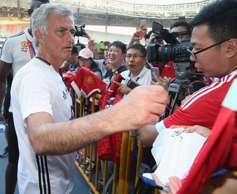 'Tia chớp' Usain Bolt tha thiết muốn làm học trò của Mourinho tại M.U - ảnh 2
