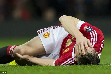 Schweinsteiger dính chấn thương ngay ngày đầu tập trung