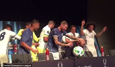 Ramos xoa đầu HLV Zidane để ăn mừng chiến thắng - ảnh 5
