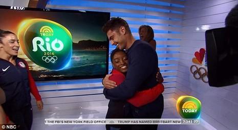 Nhờ đoạt 4 HCV Olympic, Simone Biles đã gặp được 'soái ca' trong mộng   - ảnh 5