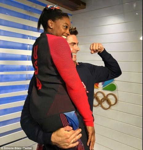 Nhờ đoạt 4 HCV Olympic, Simone Biles đã gặp được 'soái ca' trong mộng   - ảnh 6