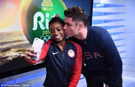 Nhờ đoạt 4 HCV Olympic, Simone Biles đã gặp được 'soái ca' trong mộng   - ảnh 1