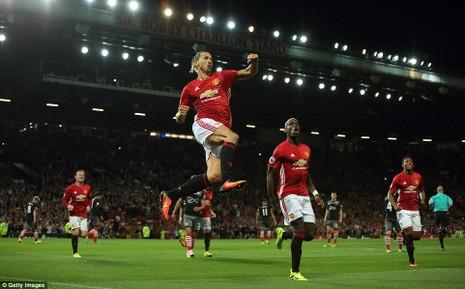 Ibrahimovic liên tục ghi bàn, fan MU lên 'cơn sốt' - ảnh 1