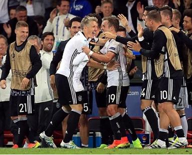 Schweinsteiger ghi bàn rồi cưới vợ - ảnh 4