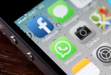 Thông tin Facebook thu phí người dùng từ tháng 11 là bịa đặt. Ảnh: The Epoctimes