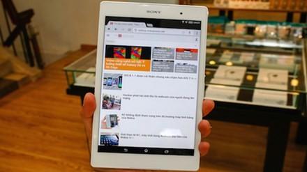Xperia Z3 tablet compact với thiết kế nhỏ gọn và khả năng chống nước. Ảnh: Huy Đức.