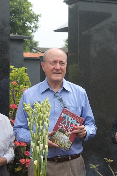 Giáo sư Larry Berman và cuốn sách